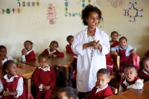 74- 7 grupos que trabajan para educar al mundo