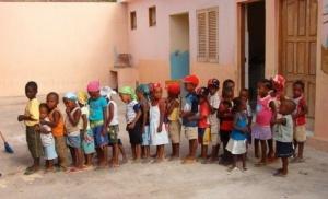 75- Poner la educación al alcance de todos los niños